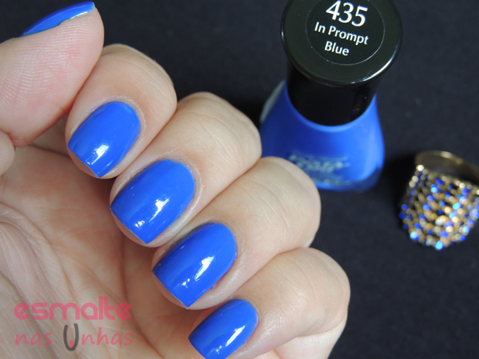 in_prompt_blue_sally_hansen_02