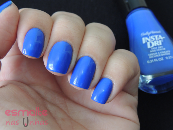 in_prompt_blue_sally_hansen_04
